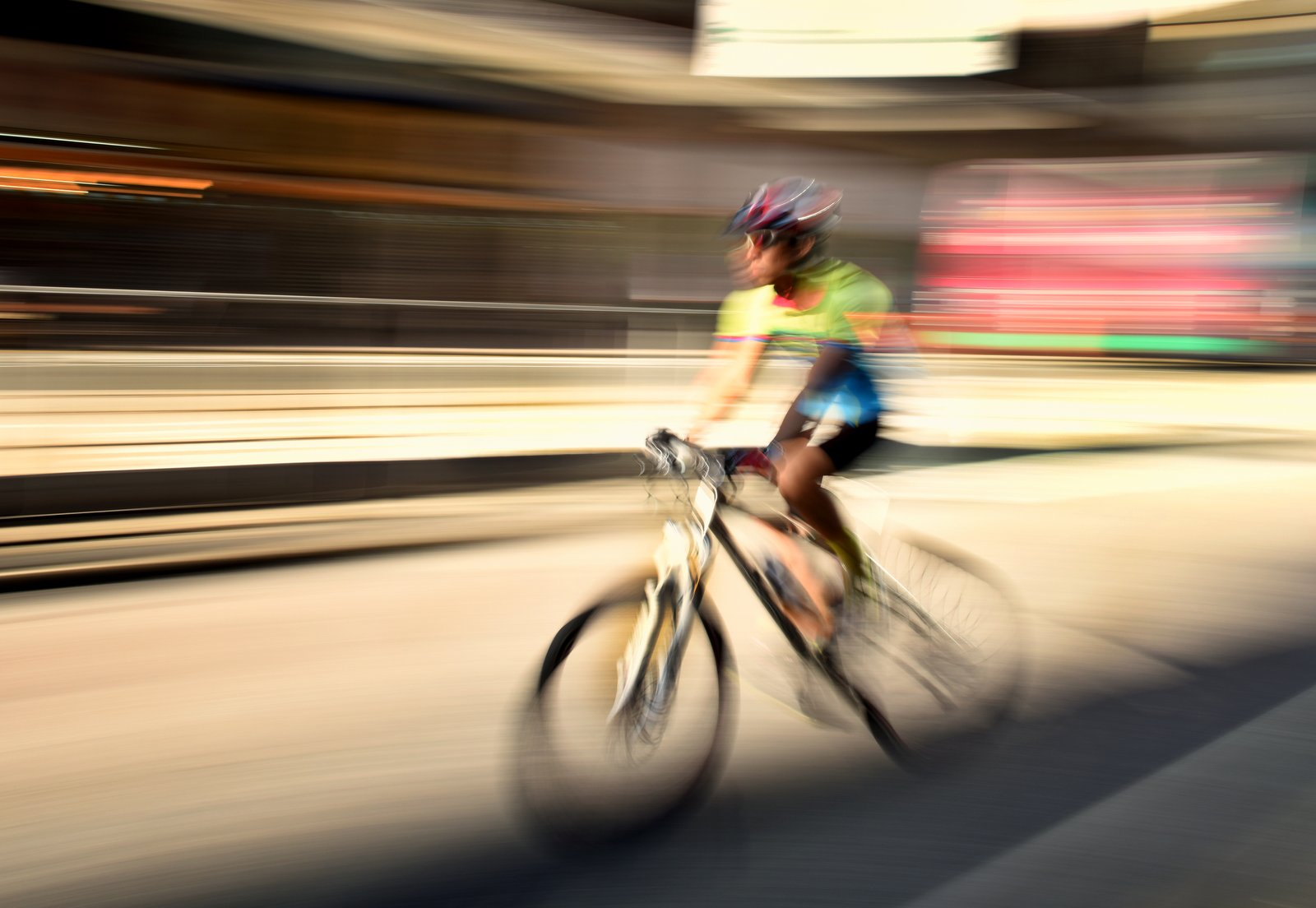 Cyclist, Motion photography tips and technique example: long exposure (all blurred)